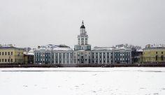 Oserez-vous traverser le canal gelé à pied? Les canards y tentent leur chance alors pourquoi pas vous? A Saint Petersbourg un manteau blanc envahit les rues les canaux se figent. Par endroits la neige s'accumule jusqu'à faire craquer la glace. Magique. #Saintpetersburg #russia #icepalace