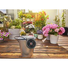 Gardena AquaBloom solcelledrevet vanning   Clas Ohlson Water Plants, Potted Plants, Plant Pots, Irrigation, Inside Garden, Water Containers, Helsingborg, Flower Pots, Flowers