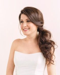 love this wedding side ponytail! simple yet elegant! ~ we ❤️ this!