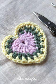 Nachdem ich meine kleinen Baumwollreste nun in dem ungleichmäßigen Pünktchen - Coaster verarbeitet habe, habe ich noch eine weitere s...