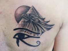 Tons of Egyptian Tattoos. An amazing list of Egyptian tattoos, designs, facts about Egyptian tattoo art, and more. Drug Tattoos, Bild Tattoos, Body Art Tattoos, Cool Tattoos, Tatoos, Symbols Tattoos, Egyptian Eye Tattoos, Tattoo Sonne, Brust Tattoo