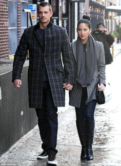Olivia Munn's outfit here is casual-lovely.