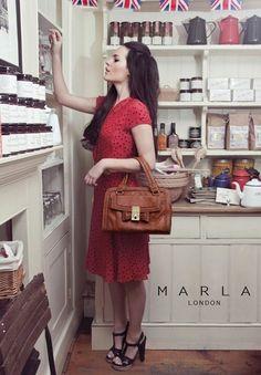 Victoria Grab  #fashion #ootd #outfit #streetstyle #ootw #fblogger #tagsforlikes #dubai #dubaistreetstyle #dubaifashionblogger #lookbook #handbags