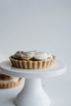 Beautiful Vegan Banoffee Pies made with vanilla cream and coconut pastry – By the Sea
