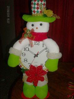 reloj navideno ayuda reloj navide 209 o foro fantasias Snowman, Christmas Ornaments, Holiday Decor, Home Decor, Elves, Holiday Ornaments, Xmas, White Tablecloth, Christmas Clock