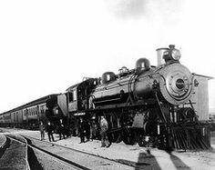 In 1922 werd de eerste stoomtrein uitgevonden. Hierdoor konden de mensen vel sneller reizen. De stoommachine rijdt op kolen.