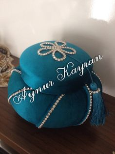 Taşlı tespih kutum Fabric Covered Boxes, Beautiful Wedding Cakes, Ribbon Work, Diy Projects To Try, Home Accessories, Bling, Fancy, Gifts, Wraps