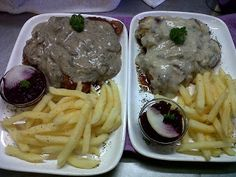 LEKKER RESEPTE VIR DIE JONGERGESLAG: MUSHROOM SAUCE Braai Recipes, Healthy Recipes, Healthy Food, Lamb Ribs, South African Recipes, Mushroom Sauce, Weight Watchers Meals, Stuffed Mushrooms, Yummy Food