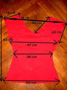 Tuto top simple - From MaRiZa Reds Bbq, Leather Apron, Grilling Gifts, T Dress, Sewing Clothes, Pattern Paper, African Fashion, Tee Shirts, Womens Fashion