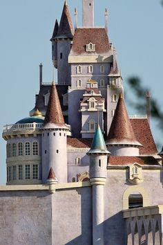 el castillo de Beast - the new fantasyland. ¡que terminen ya! Disney Vacations, Disney Trips, Lichtenstein Castle, Beast's Castle, Disney World Parks, Disney Magic Kingdom, Tokyo Disneyland, Disney Dream, Wonders Of The World