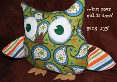 Emily from Toad's Treasures shares a free pattern and tutorial for making this cute owl softie. She was inspired by similar softies by Pottery Barn Kids. Go to the free pattern and tutorial… Sewing Projects For Kids, Sewing For Kids, Free Sewing, Sewing Crafts, Owl Sewing, Owl Pillow Pattern, Softie Pattern, Free Pattern, Pottery Barn Inspired
