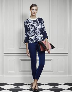 Top and skinny trousers with points!