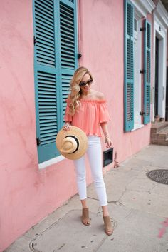 Five spring looks inspired by one of my favorite places - New Orleans. See this post for ideas on what to wear in New Orleans including outfits to get you through the French Quarter, beignet snacking, City Park strolling and more! Classy Outfits, Casual Outfits, Cute Outfits, Cool Summer Outfits, Spring Outfits, Outfit Summer, 10 Years Girl, New Orleans Fashion, New Orleans Travel
