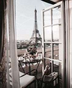 Mimosas and Eiffel Tower views who wants to go to Paris now? Mimosas and Eiffel Tower views who wants to go to Paris now? Paris Hotels, City Aesthetic, Travel Aesthetic, Eiffel Tower Restaurant, Places To Travel, Places To Go, Torre Eiffel Paris, Rauch Fotografie, Paris Las Vegas