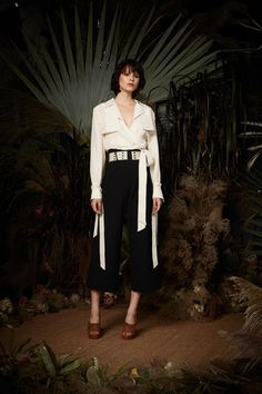 See the complete Nicole Miller Spring 2018 Ready-to-Wear  collection.