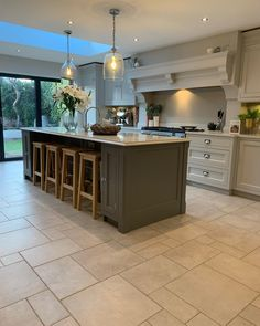 39 Small Kitchen Lighting Ideas Pictures for Low Ceilings ~ Beautiful House Kitchen Diner Extension, Open Plan Kitchen Diner, Open Plan Kitchen Living Room, Kitchen Dining Living, Home Decor Kitchen, Interior Design Kitchen, Home Kitchens, Kitchen Ideas, Kitchen Floor Plans
