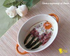 Uova e asparagi al forno (ricetta veloce). Ricetta per un antipasto o secondo facile e veloce: asparagi con pancetta e uova all'occhio di bue cotte al forno
