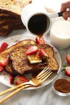 This Sheet Pan French Toast is the answer to your brunch dreams! It's ready to serve in under 30 minutes, and can easily be doubled to serve a crowd. Happy brunching! French Bread French Toast, Banana French Toast, Cinnamon French Toast, French Toast Bake, French Toast Casserole, Breakfast Casserole, French Toast Calories, Breakfast Recipes, Breakfast Ideas