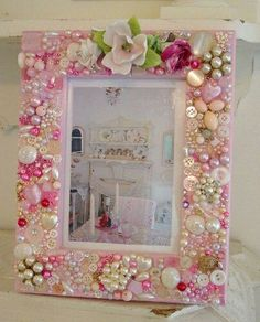 6 Interesting Clever Tips: Shabby Chic Bedding Porches shabby chic office diy.Crazy Tricks Can Change Your Life: Shabby Chic Fiesta Etsy shabby chic vanity sewing machines.Mirror Frame with Pink Pearls, Buttons & Roses Decoration .A multi design of P Shabby Chic Living Room, Shabby Chic Kitchen, Shabby Chic Furniture, Shabby Chic Crafts, Shabby Chic Homes, Shabby Chic Decor, Pintura Shabby Chic, Shabby Chic Painting, Manualidades Shabby Chic