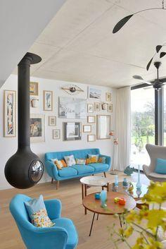 Un salon contemporain coloré et ponctué de touches vintage