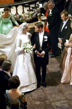 The Royal Order of Sartorial Splendor: Wedding Wednesday: Princess Alexandra of Sayn-Wittgenstein-Berleburg's Gown