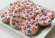 How to Pipe Simple Flowers on Cookies