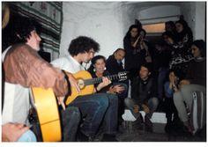 1995 Charo cantando, André y Alberto a la guitarra en fiesta en la escuela. Con Presy, María,