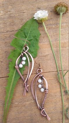 Wire earrings 532832199647766187 - Wire wrapped fairy earrings with natural white Jade beads,Copper earrings,Wire… Source by lysianebasque Wire Wrapped Earrings, Copper Earrings, Copper Jewelry, Beaded Jewelry, Jewellery, Beads And Wire, Jade Beads, Earrings Handmade, Handmade Jewelry
