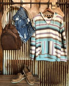 Hellooo Monday!! I think Im gonna like you. The Ringo hoodie from Pendleton is easy in the eyes & makes a girls Monday so much better! #newarrival #sopretty #S7sSpring #savannah7s