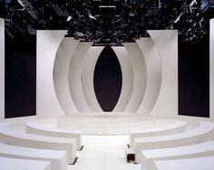 Marina Gadonneix : un portfolio Tv Set Design, Stage Set Design, Set Design Theatre, Church Stage Design, Booth Design, Virtuelles Studio, Tropical Home Decor, Modern Tropical, Corporate Event Design