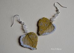 CRISTAL-orecchini- |Polymer clay leaf earrings with delicate faux embroidery. By Rory's Bijoux