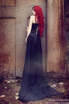 Red Hair - Fashion - Editorial - Photography - Portrait - Pose Idea - Inspiration
