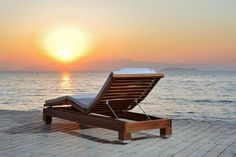 Duna Chaise Longue made in Lyptus Wood and stainless steel details. Sustainable Design by Roque Frizzo to #Saccaro Outdoor Spring 2011. #Brazilian #Furniture #Sunset