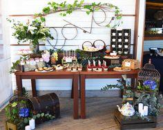 Mesa dulce con flores para la boda de Mayte y Carlos. Sweet table, candy bar