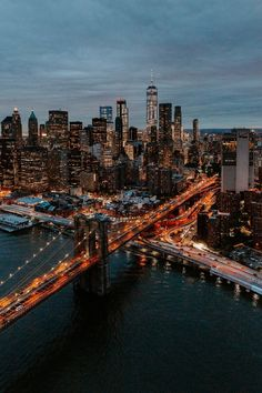 A list of the top things to do and see in New York City. There is so much to do and see in New York City New York Wallpaper, City Wallpaper, Bridge Wallpaper, City Skyline Wallpaper, Couple Wallpaper, City Photography, Aerial Photography, Landscape Photography, City Aesthetic