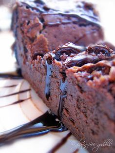 A classic. Flourless Chocolate Cake - an easy gluten-free recipe that everyone loves - GF or not. xox