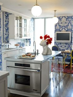 Blue and White - Traditional Home®- vase wallpaper