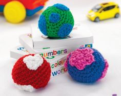 Free crochet juggling balls pattern.