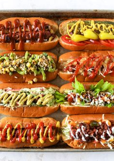 Hot Dog Bar - How to Make a Hot Dog Bar + 8 Fancy Hot Dogs Nothing screams summer more than a hot dog bar! Grab your buns and dogs and a whole lot of toppings. This is super fun and delicious! Gourmet Hot Dogs, Hot Dog Bar, Organic Hot Dogs, Hot Dog Toppings, Good Food, Yummy Food, Hot Dog Recipes, How Sweet Eats, Food Truck