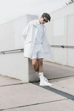 Woman All White Outfits outfits trends Minimal Fashion, White Fashion, Men Looks, Streetwear, Mode Hip Hop, Fashion Poses, Fashion Tips, Men's Fashion, Fashion Outfits