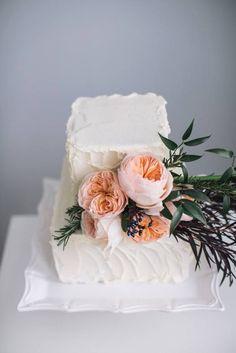 24 Classic and Chic Wedding Cakes - MODwedding