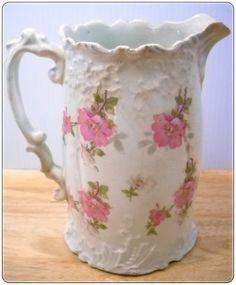 Gül desenli porselen süt sürahisi