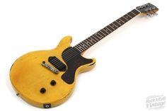 1960 Gibson Les Paul Junior Double Cut TV Yellow... Vintage Electric Guitars, Vintage Guitars, Gibson Guitars, Fender Guitars, Fender Stratocaster, Acoustic Guitar Chords, Gibson Les Paul Jr, Gibson Flying V, Bass Guitar Lessons