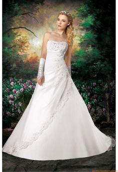 Schlichtes Wunderschönes Brautkleid 2013 aus Softnetz mit Stickerei