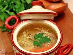 Rețetă Felul principal : Supa de vaca cu taitei de casa de Laura Adamache Thai Red Curry, Chicken, Ethnic Recipes, Food, Cow, Eten, Meals, Cubs, Kai