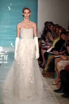Por que todas han soñado con un vestido en corte princesa.   #ReemAcraBridal #primaveraverano2013 #Novias #VestidoDeNovia #TheWeddingFilmCompany #VestidoPrincesa