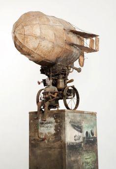 Marc Janssen. Titel: Zepelin materiaal: terracotta assemblage