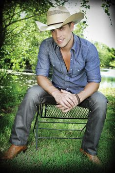 Dustin lynch....sexy jaw line :)
