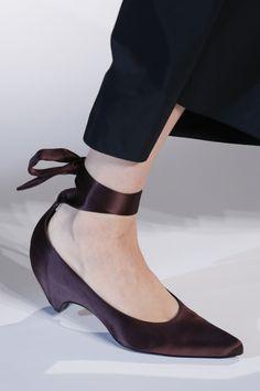 Stella McCartney Spring 2018 Ready-to-Wear Accessories Photos - Vogue