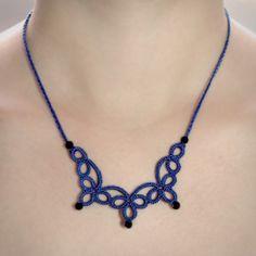 Sofisticado e com detalhes em cristal, é um colar que vai deixar o seu look sempre elegante!